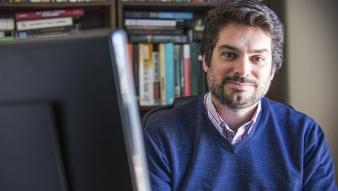 """""""Un doctorado no solo te enseña enfoques teóricos y te abre la cabeza a toda la disciplina, también te transforma en un investigador"""", afirma nuestro egresado Rafael Piñeiro en entrevista con Universidad Católica del Uruguay"""